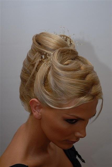 Tema: Modele flokësh për vajza dhe djem
